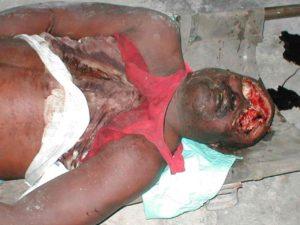 """Le 17 décembre 2001, plusieurs membres du parti Mouvement chrétien pour une nouvelle Haïti (MOCHRENA), basé dans l'Artibonite, ont été assassinés par le chef de Gang """"ARMEE CARNIBALE"""" Amiot Métayer. Il révèle qu'Aristide lui avait donné l'ordre de tuer."""