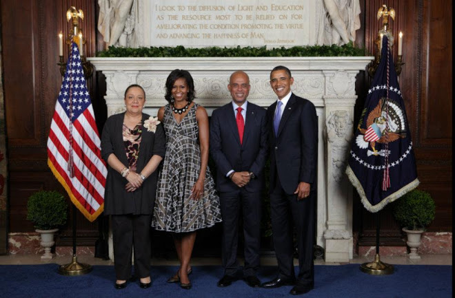 PHONY PICTURE???  HAITIAN ROYALTY VISIT WHITE HOUSE – KING MICHEL AND QUEEN SOPHIA VISIT PRESIDENT OBAMA AND FIRST LADY MICHEL  WE CAN FIND NO RECORD OF MARTELLY/OBAMA MEETING. MARTELLY MET POPE, BUT PROBABLY NOT OBAMA WHO DECLINED THE HONOR AT AN EARLIER DATE.