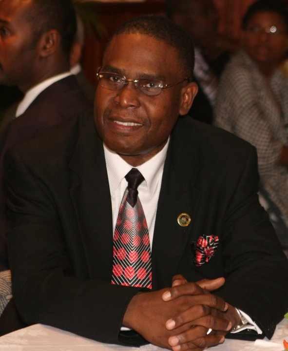 Me Jean-Henry Céant   souhaite   à tout le peuple haïtien et à tous ses amis   de fêter les pâques dans le courage, la sagesse et la générosité du Seigneur.   Joyeuses Pâques à tous !   le 31 Mars 2013