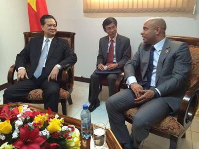 S.E.M NGUYEN TAN DUNG et le Premier Ministre Lamothe.