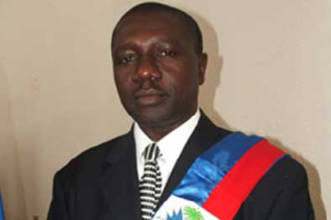 DRUG DEALER GABRIEL FORTUNE RESIGNS AS DELEGUE FROM LES CAYES DURING INTERVIEW ON RADIO CARIBE AND DESTROY THE GOVERNMENT FOR AS FIRST STEP IN HIS CAMPAIGN TO DESTABILIZE THE NATION AS AN ALLY OF ARISTIDE