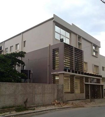 IS THIS PRINCE OLIVIER MARTELLY'S NEW HOUSE IN PETIONVILLE??  IT  HAS MEMBERS OF PALACE SECURITY GUARDING PARKING LOT SO IT MUST HAVE SOME IMPORTANCE – PERHAPS ANOTHER STUPID, CHILDISH EXAMPLE OF CONSPICUOUS CONSUMPTION ON THE PART OF QUEEN SOPHIA'S FAMILY!! ANOTHER EXAMPLE OF ARROGANCE OF POWER!!