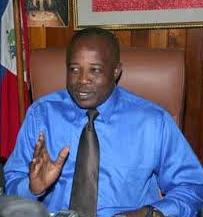 Simon Desras faux sénateur devenu laid à la recherche de la présidence