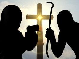 Des bandits armés de pistolets, piques et bâtons insultent, brutalisent des religieuses
