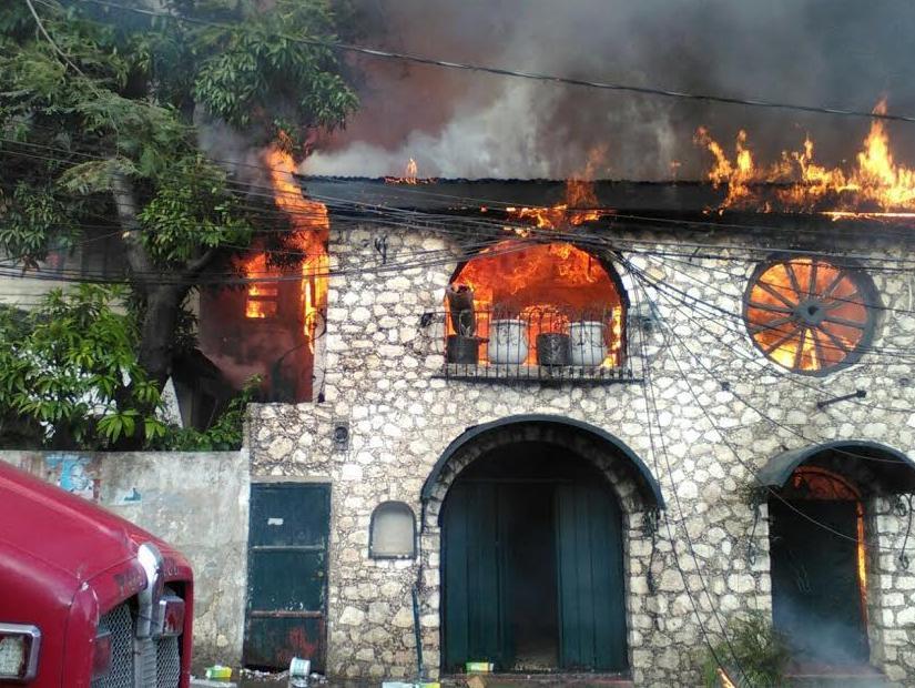 Haiti-Incendie : Un incendie fait rage à Pétion-ville