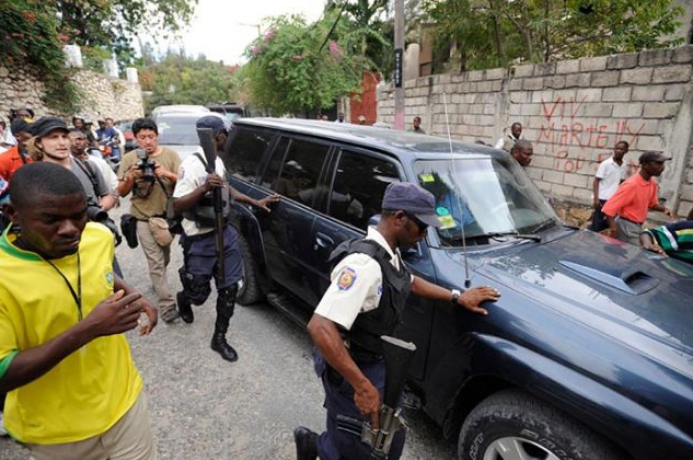 Haiti president's office bristles over stoning of motorcade