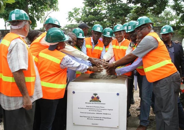 Pose de première pierre de la construction du centre de germoplasme et de propagation végétale de Fonds des Nègres par le Président de la République