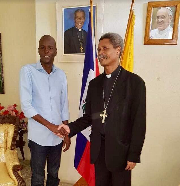 Le Président Jovenel Moïse s'entretient avec le responsable de l'église catholique dans la Grand'Anse