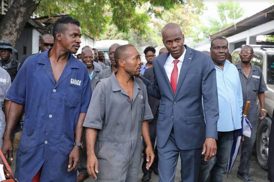 Le Président Jovenel Moïse visite les différents services du Palais National